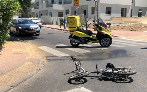רוכב אופניים חשמליים בן 18 נפצע קשה ברחובות