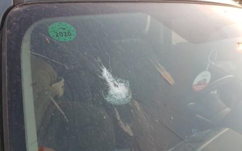טרור האבנים: נזק לרכב מאבנים שהשליכו מחבלים בין חריש באזור צומת ברטעה