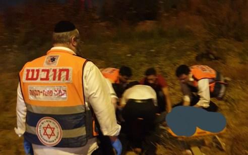 רוכב אופנוע כבן 30 נפצע קשה לאחר שעף לתעלה בכביש 40 סמוך לבארות יצחק