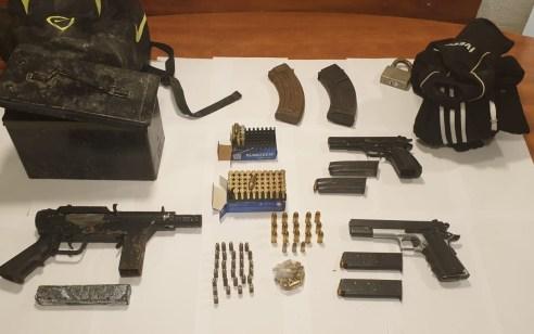 """שפרעם: נחשפו במתחם אחד תת מקלע מסוג """"קרל גוסטב"""", אקדח מסוג FN, אקדח מסוג GAL ותחמושת רבה"""
