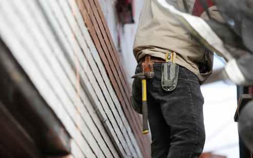 פועל כבן 65 נפצע בינוני לאחר שנפל מגובה באתר בנייה בבת ים