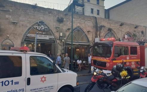 ידו של בחור בן 16 נלכדה במכונת בשר בתל אביב – פונה עם המכונה במצב בינוני להמשך חילוץ בבית חולים