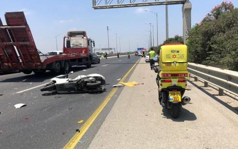 רוכב אופנוע כבן 40 נהרג מפגיעת משאית בכביש 431