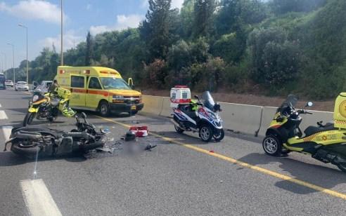 רוכב אופנוע כבן 40 נפצע קשה בתאונה עם רכב בכביש 20