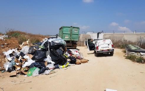משאית שהשליכה פסולת בניין באתר פסולת פיראטי נתפסה – הגורמים הרלוונטיים ייחקרו באזהרה ויוגש נגדם כתב אישום