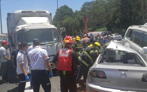 הרוג וארבעה פצועים קל בתאונה בין 2 משאיות ו-2 רכבים בכביש 461 סמוך לסביון
