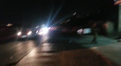 """תיעוד: בקבוקי תבערה ואבנים הושלכו לעבר עמדת צה""""ל באל ערוב – שריפה פרצה בסמוך"""