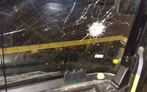 נהג אוטובוס נפצע קל מזריקת אבנים בכניסה לבסיס ענתות על ציר 437