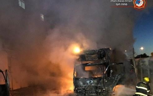 3 משאיות עלו באש בחיפה – נפתחה חקירה