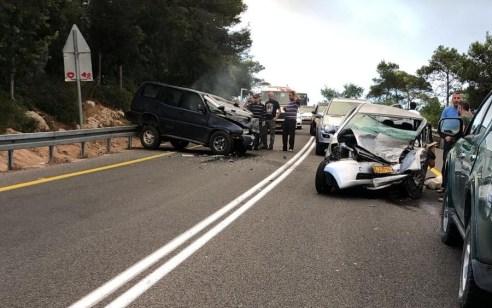 פצועים קשה וקל בתאונה בין 2 רכבים בכביש 672