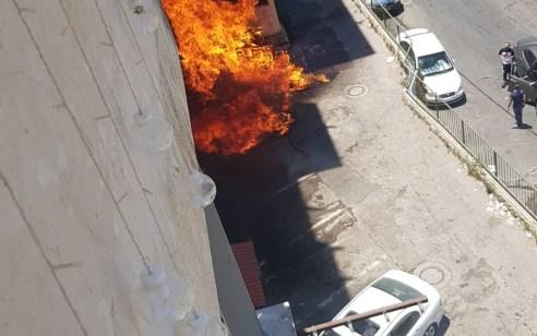 אישה מבוגרת חולצה מבנין שעלה באש בנצרת עילית