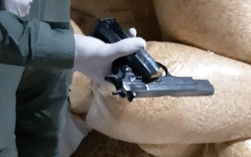 נעצר צעיר בשנות ה-20 בחשד להחזקת אקדח חצי אוטומטי מסוג CZ ומחסנית טעונה