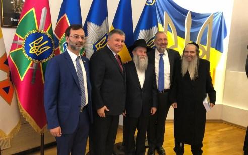 """בטקס היסטורי בקייב: שר הפנים דרעי חתם על הסכם למניעת חסימת ישראלים לאוקראינה. שר הפנים האוקראיני: """"כל הבעיות שייכות להיסטוריה"""""""