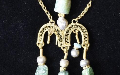 תכשיט זהב מרהיב נמצא בחפירה על הר ציון בגן הלאומי סביב חומות ירושלים העתיקה