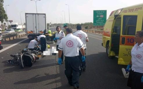 רוכב אופנוע בן 17 נהרג מפגיעת משאית בכביש 40