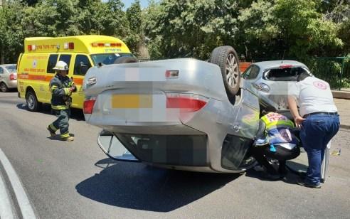 חיפה: בת 42 התנגשה ברכבים חונים עם רכבה והתהפכה – מצבה בינוני