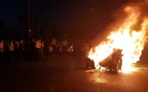 """111 שוטרים נפצעו, 136 מתפרעים נעצרו: במשטרה מבהירים – """"אנו קוראים למפגינים, כן למחאה לא לאלימות. נפעל בתקיפות"""""""