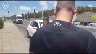 צפו: מורה לנהיגה הנמצאת בפסילת רישיון נעצרה בעת שהעבירה שיעור נהיגה