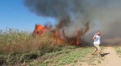 טרור הבלונים: שריפה פרצה סמוך לקיבוץ עלומים – תיעוד