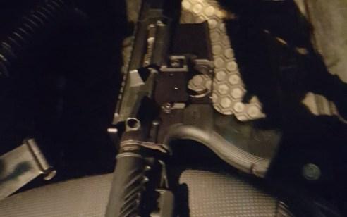 הלילה נעצרו 2 חשודים בהחזקה לא חוקית של נשק ובתקיפת שוטרים