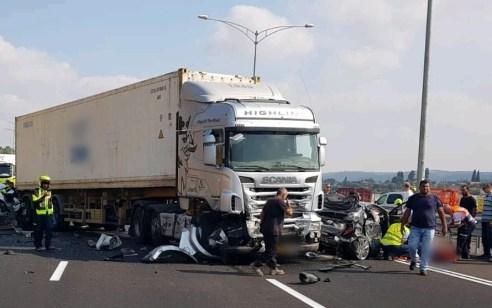חמישה פצועים, בהם קשה, בתאונה בין משאיות ומספר כלי רכב, בכביש 70 ממחלף יגור לכיוון יוקנעם