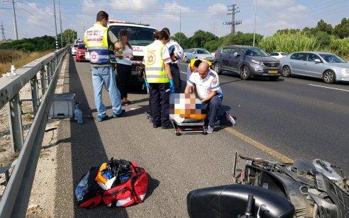 רוכב אופנוע בן 43 נפגע ממשאית בכביש 4 סמוך למחלף יבנה – מצבו בינוני