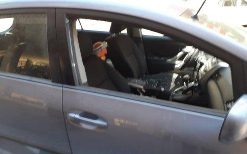 """""""עובר אורח שבר את החלון"""": בת שנה חולצה מרכב בבני ברק, מצבה קל – תיעוד מהחילוץ"""