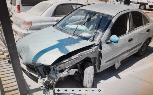בן 48 הוביל ברכבו מטען נפץ מאולתר ונטש את רכבו בעקבות תאונה, בשעה שהגיעו השוטרים לעצרו בביתו – איים עליהם בחרב וקפץ מקומה רביעית