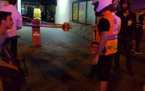 חשד לרצח בנתניה: גופת גבר כבן 73 אותרה עם סימני דקירות בכניסה לבניין