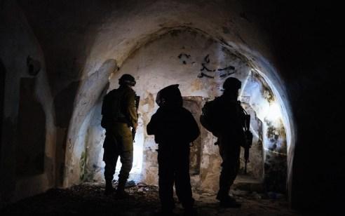 כ-300 מתפללים נכנסו הלילה לקברי אלעזר ואיתמר בני אהרון בכפר עוורתא שבשומרון