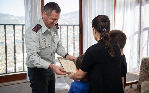 """צל""""ש הרמטכ""""ל הוענק לאלמנותו וילדיו של סא""""ל מ' ז""""ל על פועלו במבצע המיוחד בחאן יונס"""