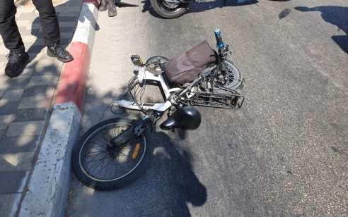 פצועים קשה ובינוני בתאונה בין 2 רוכבי אופניים חשמליים בתל אביב