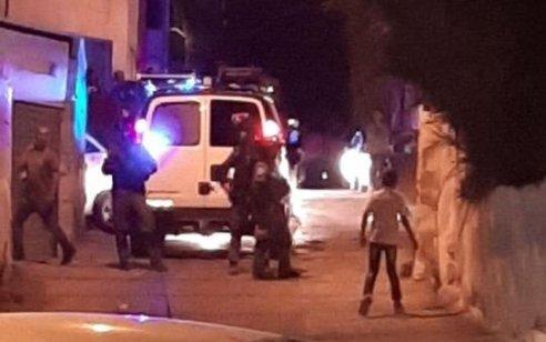 שני שוטרים נפצעו ונזק נגרם לניידות מפגיעת אבנים ובקבוקי תבערה בשכונת עיסאוויה שבירושלים