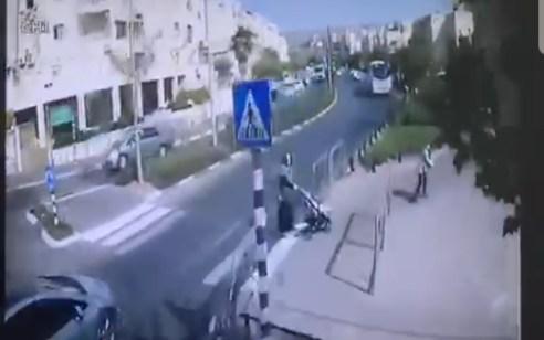 מונע התנגשות במיניבוס, עולה על המדרכה ומתנגש באוטובוס: תיעוד תאונה האוטובוסים ביום חמישי בביתר עילית