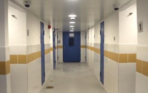 """הסוהרים השאירו צעיר במעצר – שב""""ס יפצה אותו באלפי שקלים"""