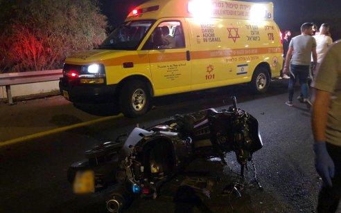 רוכב אופנוע בן 21 נפגע ממשאית בכביש 1 ממחלף גנות לקיבוץ גלויות – מצבו קשה
