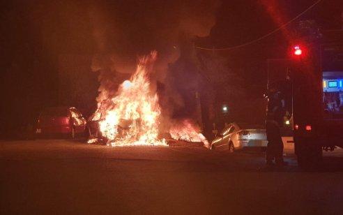שלושה רכבים הוצתו בסמוך לבית מגורים במושב אבן-ספיר שבירושלים