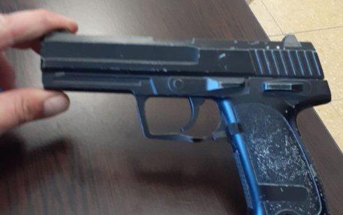 בפעילות ביממה האחרונה במרחב עמקים נתפסו: אקדח גלוק, 2 רימוני הלם ואקדח איירסופט ברשותו של תלמיד בן 14 בשטח בית ספר