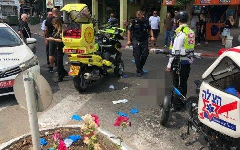 בת 85 עם כסא גלגלים נפצעה בינוני ואישה נוספת קל מפגיעת משאית כשחצו את הכביש בגבעתיים