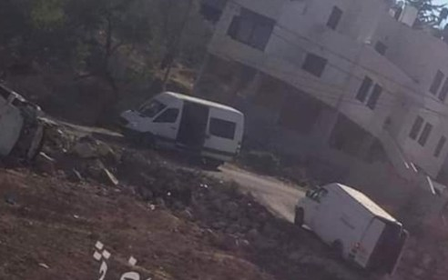 """הערביים מדווחים: כוח מיוחד של מסתערבים """"חטף"""" שלושה אחים ממשפחת ברגותי בכפר כובאר"""