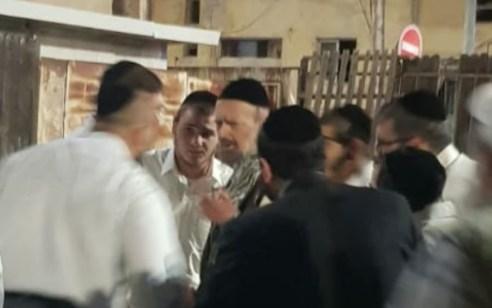 רון קובי שוב הגיע הערב לישיבה של הרב קוק ועורר מהומה במקום – המשטרה עצרה חשוד בתקיפה