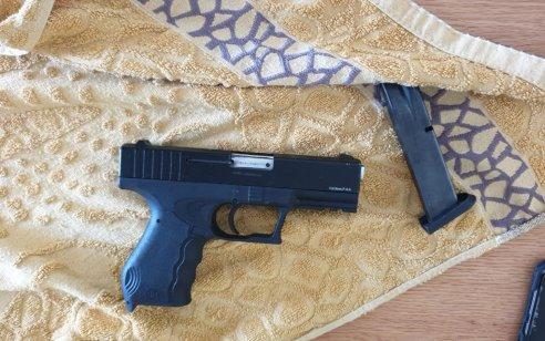 מאבק משטרת ישראל באמצעי הלחימה הלא חוקיים במגזר הערבי: שלושה אקדחים נתפסו במהלך מבצע חיפושים בלוד