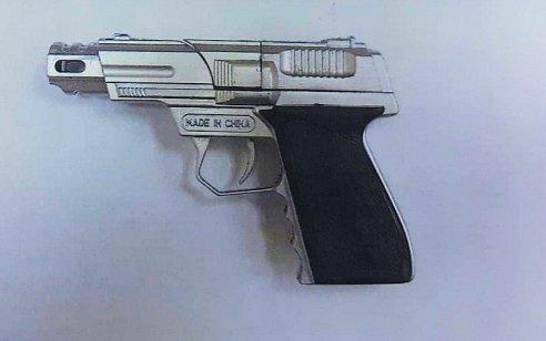 """""""תפתח אני יורה בך"""": כתב אישום הוגש נגד תושב נס ציונה שאיים על נהג משאית באקדח צעצוע"""
