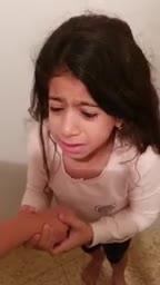 שובר את הלב: תושבת אשקלון תיעדה את ילדיה רועדים מפחד באזעקה