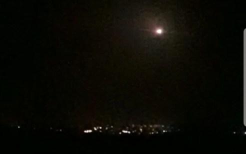 אזעקת צבע אדום נשמעה בגולן: ארבעה רקטות ייורטו – פיצוצים נשמעו בשדה התעופה בדמשק