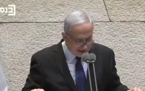 """גנץ בכנסת: """"ישראל משותקת בגלל תהליך משפטי"""" - נתניהו: """"היו מי שניסו לנצל את האזכרה להשתלחות פוליטית בוטה ומבישה"""""""
