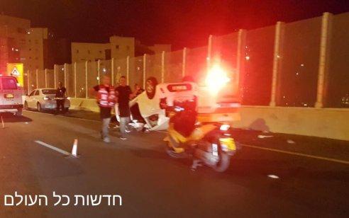 גבר כבן 30 נפצע בינוני לאחר שהתהפך עם רכבו בכביש 4 צומת בר אילן