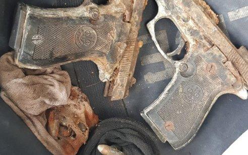 זוג אקדחים משנות ה 70 אותרו אמש מוסלקים בשדה בפרדס חנה – המשטרה פתחה בחקירה