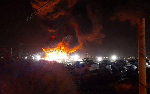 מחבלים השליכו בקבוקי תבערה בורד יריחו – שריפה פרצה במגרש מכוניות