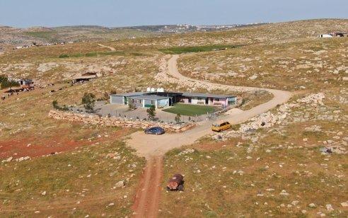 עתירה נגד הרשות הפלסטינית: הקימה בית ספר בשמורת טבע